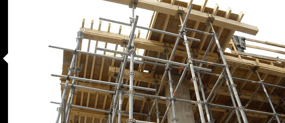 Las cimbras y los apeos estructurales habilitan una zona de trabajo en las alturas
