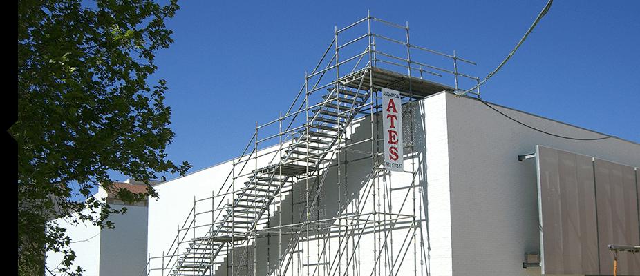 Escaleras de acceso y servicios de ATES Construction