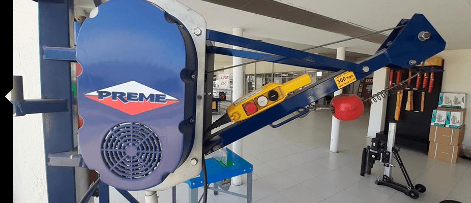 Elevadores eléctricos, con capacidad de carga de 300kgr. Maquinaria auxiliar ATES Construction